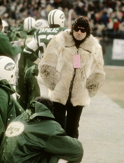 2-joe-namath-wearing-fur-coat-on-sidelines